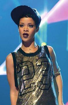 Glomesh Sparkle Top. Varsity Basketball Singlet. Snapback. Urban Fashion. Hip Hop Fashion. Hip Hop Style. Sporty Outfit. Rihanna Style