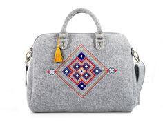 Handtassen - grey #felt coffer #handbag squares #Handmade by Farbotka
