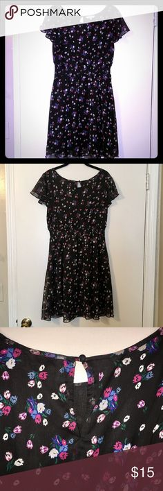 New Look black floral dress New Look black floral chiffon dress. It is a U.K. size 14, which is a U.S. 10. Gently loved but still in great condition! The only flaw is a small snag on the front (see 4th photo) which isn't noticeable when worn. Elastic waistband and button/keyhole closure in back. New Look Dresses Mini