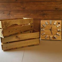 Cajas y reloj dominó hechos con madera reciclada