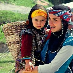 Turkey Culture, Naher Osten, 23 And Me, Turkish People, Turkish Beauty, Black Sea, Mother And Child, People Around The World, World Cultures