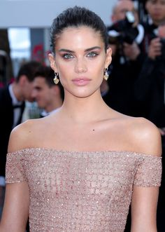 Gretta: Cannes 2018 Red Carpet: The most beautiful celebrity dresses & fashion Sara Sampaio, Kendall Jenner Outfits, Victoria Dress, Red Carpet Dresses, Red Carpet Looks, Cannes Film Festival, Celebrity Dresses, Beautiful Celebrities, Beauty Photography