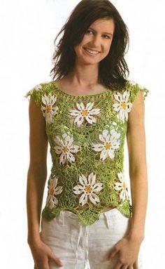 Sembra un bel prato fiorito, questa bellissima maglietta all'uncinetto.