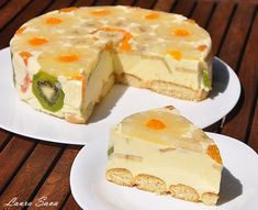 Tort Diplomat Ingredients: - 5 egg yolks - 200 g sugar - 2 sachets vanilla sugar or a few drops of vanilla essence - 500 ml. milk - 10 foil gelatin or 20 g gelatin pellets bags) - 250 g Romanian Desserts, Romanian Food, Just Desserts, Delicious Desserts, Yummy Food, Cake Recipes, Dessert Recipes, Eat Dessert First, Cream Recipes