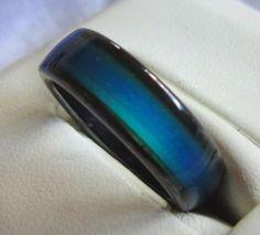 Un anillo que cambia de color con tu humor.