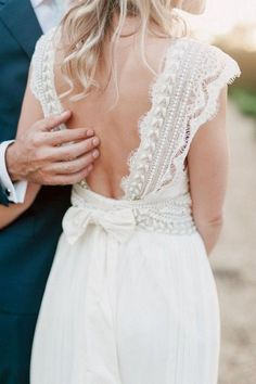 Anna Campbell lace wedding dress with open back #weddingdresses #weddingdress #bohowedding