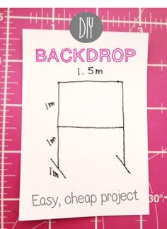 Easy DIY Backdrop Easy, cheap DIY back drop tutorial with photos. Tested and improved with tips and tricks. Diy Backdrop, Backdrops, Backdrop Frame, Backdrop Photobooth, Fabric Backdrop, Diy Décoration, Easy Diy, Craft Font, Bridal Show Booths