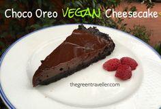 Dopo il successodella cheesecake che ho pubblicatoqualche giorno fa sulla mia pagina Facebook, non potevo non mettere anche la ricetta! Questa Chocolate Oreo cheesecake completamente ve…