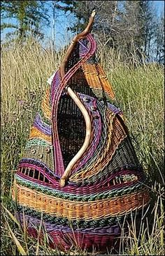 Montana Blue Heron (Marilyn Evans and Wm. Stevens) - Northwest Montana -: March I have a beautiful wall basket by these artists. Weaving Projects, Weaving Art, Willow Weaving, Basket Weaving, Pine Needle Baskets, Woven Baskets, Crochet Baskets, Textile Art, Fiber Art