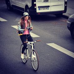 Women in tights... Women on bikes... : Photo