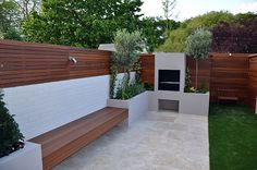 31 Fabulous Garden Fence Design Ideas - Garden fencing can be one of the most eye appealing items on your personal property. A fence that works with your home construction style and the gard. Fireplace Lighting, Modern Garden Design, Contemporary Garden, Garden Seating, Garden Design London, Backyard Landscaping Designs, Fence Design