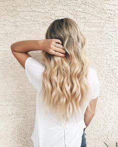 Vagues parfaites  #lookdujour #ldj #waves #hair #wavyhair #blonde #perfecthair #pretty #style #hairstyle #regram  @hairbykatelynd