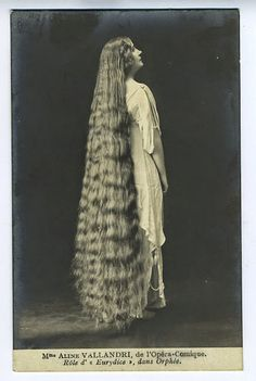 vintage everyday: 17 Interesting Vintage Portraits of Long Hair Victorian Ladies