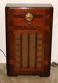 Vintage Philco Console Radio, Model Broadcast & Short Wave Bands, 6 Vacuum Tubes, Made In USA, Circa 1937 - 1938 Radios, Radio Antigua, Old Time Radio, Antique Radio, Short Waves, Timber Wood, Vacuum Tube, Computer Case, Auction Items