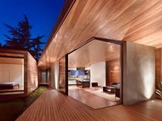Fachada de madera de casa moderna
