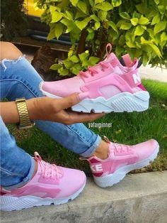 Pinterest     dezthebaby ↫ Cute Sneakers 9f55088e3