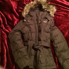 ❄️Hollister Jacket❄️ MAKE ME AN OFFER Like new Hollister jacket, never worn! Doesn't have tags though. Make me an offer, willing to negotiate :) please make all offers using the offer button :) Hollister Jackets & Coats