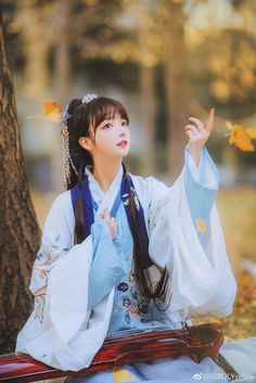 Luân Vô Song Chinese Traditional Costume, Cute Kawaii Girl, Hipster Girls, China Girl, Chinese Clothing, Cultural, Hanfu, Best Cosplay, Poses