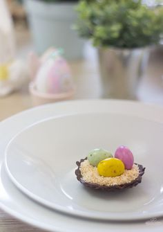 These chocolate bird´s nests are super easy to make and perfect decor for your Easter table!