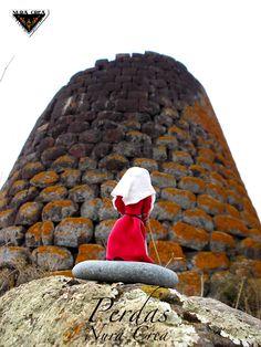 #nuraghe, tipical sardinian megalitic structure. (codrongianus)  #sassari tipical costume. #nura crea