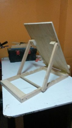 Could I make this fold flat? Wood Projects, Woodworking Projects, Diy Easel, Diy Desktop, Art Studio Organization, Wood Furniture, Wood Crafts, Creations, Easels