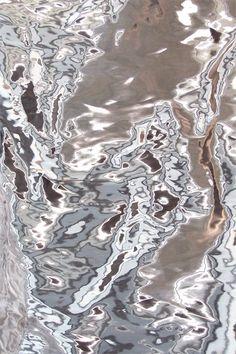 Electro bleu  : Tissu métallique Périgord (Jakob Schaepfer).