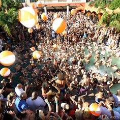 Five Hot Las Vegas Pool Party Scenes for Spring/Summer