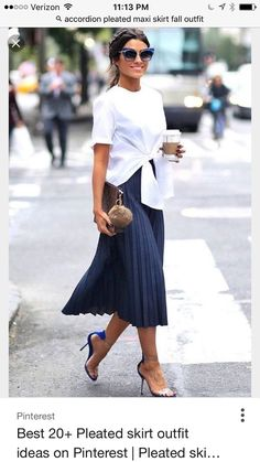 navy blue pleated skirt, stiletto heel sandals, woman party wear, casual chic woman, white blouse rolled up front with short sleeves Source by archzinefr Office Outfits Women, Mode Outfits, Casual Outfits, Fashion Outfits, Heels Outfits, Fashion Clothes, Casual Shoes, Skirt Fashion, Dress Casual