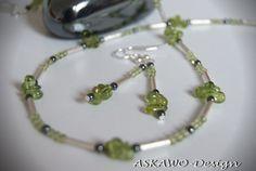 Ein zauberhaftes Schmuckset aus Peridot-Tropfen / Perlen und Hämatit Perlen.