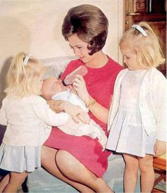 Former Queen Sofia of Spain and her children: Infanta Elena, Infanta Cristina and King Felipe VI.
