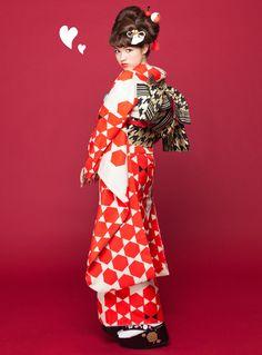 kawaii gray color around eyes - Gray Things Traditioneller Kimono, Kimono Japan, Japanese Kimono, Japanese Textiles, Kimono Style, Traditional Kimono, Traditional Fashion, Traditional Outfits, Yukata