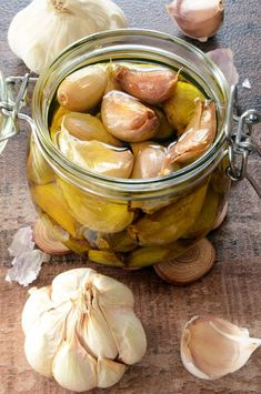 ail confit à l'huile d'olive maison Easy Lunches For Kids, Healthy Dinners For Two, Smoothies Thermomix, Lunch Recipes, Healthy Dinner Recipes, Weird Food, Pesto Recipe, Pumpkin Recipes, Chicken Recipes