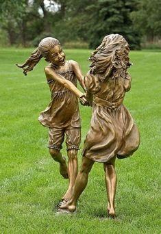 Angela Mia De La Vega en haar wereld van brons - Thalmaray.co