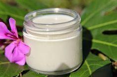DIY Green Tea Sunscreen SPF Reapply at least every 2 hours. Homemade Sunscreen, Natural Sunscreen, Sunscreen Spf, Natural Makeup, Natural Skin Care, Natural Oils, Au Natural, Natural Health, Vanilla Essential Oil