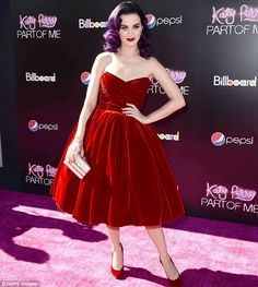 Katy Perry: 'Part of Me Premiere!: Photo Katy Perry looks glamorous in head-to-toe Dolce&Gabbana on the red carpet at the premiere of her new concert film Katy Perry: Part of Me held at Grauman's… Velvet Gown, Red Velvet Dress, Keti Perri, Mtv, Katy Perry Photos, Red Gowns, Pepsi, Colorful Fashion, Strapless Dress Formal