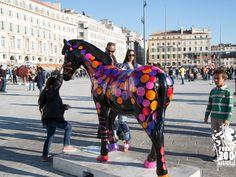 des textes courts, slogans, accroches pour illustrer des projets événementiels par exemple.  ici Marseille 2013, le Funny zoo, je vous présente le Psykazèbre !