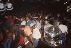 20 photos of Larry Levan's pivotal Saturday Night party Paradise Garage Night Club, Night Life, Larry Levan, Paradise Garage, Disco Club, Chicago House, Acid House, Soul Funk, New York