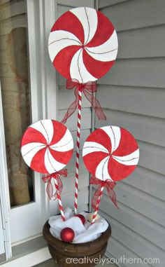Magical DIY Christmas Yard Decorating Ideas - Before you get too contented, hold a little as there is one last thing you can do to complete your outdoor Christmas decoration: a Christmas tree! Gingerbread Christmas Decor, Outside Christmas Decorations, Christmas Candy, Christmas Crafts, Christmas Ornaments, Christmas Tree, Christmas Movies, Diy Christmas Yard Art, Peppermint Christmas Decorations