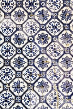 Wall tiles can either make or break a room and choosing the perfect design for your room is of the utmost importance. Tile Patterns, Textures Patterns, Color Patterns, Print Patterns, Geometric Patterns, Tile Design, Pattern Design, Ivy House, Beautiful Patterns