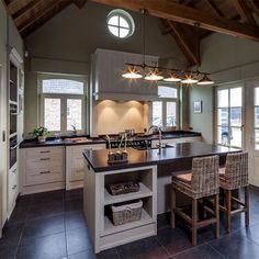 Franssen keukens Dutch Kitchen, Cozy Kitchen, Kitchen Corner, Farmhouse Style Kitchen, Small Space Kitchen, Kitchen Family Rooms, Cottage Kitchens, Home Kitchens, Modern Outdoor Kitchen