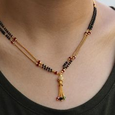 Black & Gold Necklace With Dangling Multicoloured Crystal Drops Pearl Necklace Designs, Beaded Jewelry Designs, Jewelry Design Earrings, Gold Earrings Designs, Gold Jewellery Design, Gold Necklace, Chain Jewelry, Jewelry Patterns, Jewelry Necklaces