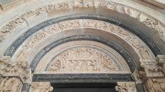 Lunetta del portale della Cattedrale di San Lorenzo a Troghir
