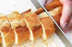 Café da manhã caseiro e sem lactose: pão de cenoura, requeijão, homus e geleia de morango!