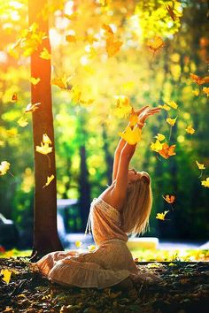 Beautiful women in the middle of nature. Hot girls and mother nature go together like nothing you have ever seen. Sexy girls in remote areas. Autumn Photography, Photography Tips, Portrait Photography, Fairy Tale Photography, Photography Ideas For Teens, Fall Senior Photography, Heart Photography, Portrait Poses, Poses Photo