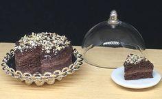 Guarda questo articolo nel mio negozio Etsy https://www.etsy.com/it/listing/518009466/chocolate-cake-112-scale-handmade-in