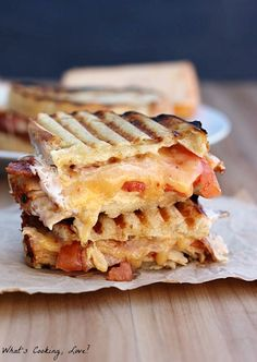 Chipotle Chicken Bacon Ranch Panini - Whats Cooking Love? - Chipotle Chicken Bacon Ranch Panini – Whats Cooking Love? Sandwich Bar, Soup And Sandwich, Sandwich Recipes, Bacon Sandwich, Panini Sandwiches, Grilled Sandwich, Bacon Recipes, Lunch Recipes, Chicken Bacon Ranch Sandwich