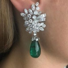 I LOVE EMERALDS I CAN NOT LIE 💚 Earrings of desire, mounted by Cartier, with Colombian emeralds weighing approximately each. Cartier Earrings, Cartier Jewelry, Emerald Earrings, Emerald Jewelry, Diamond Jewelry, Jewelry Design Earrings, Ear Jewelry, Dainty Jewelry, Jewellery Designs