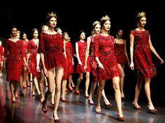 Stunning red dresses // Dolce & Gabbana Fall/Winter 2013 « The Sartorialist The Sartorialist, Fashion Week, Love Fashion, Fashion Show, Fashion Trends, Milan Fashion, Fashion Ideas, Dolce & Gabbana, Karl Lagerfeld