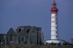 Pointe St Mathieu en Bretagne : Le Phare et l' Abbaye en ruine