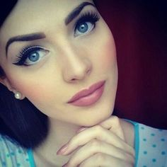 I definitely love the classic, slightly vintage makeup look! :D